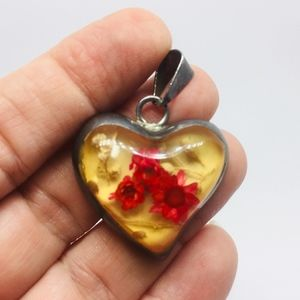 70s STERLING HEART PENDANT W/ DRIED FLOWERS INLAY